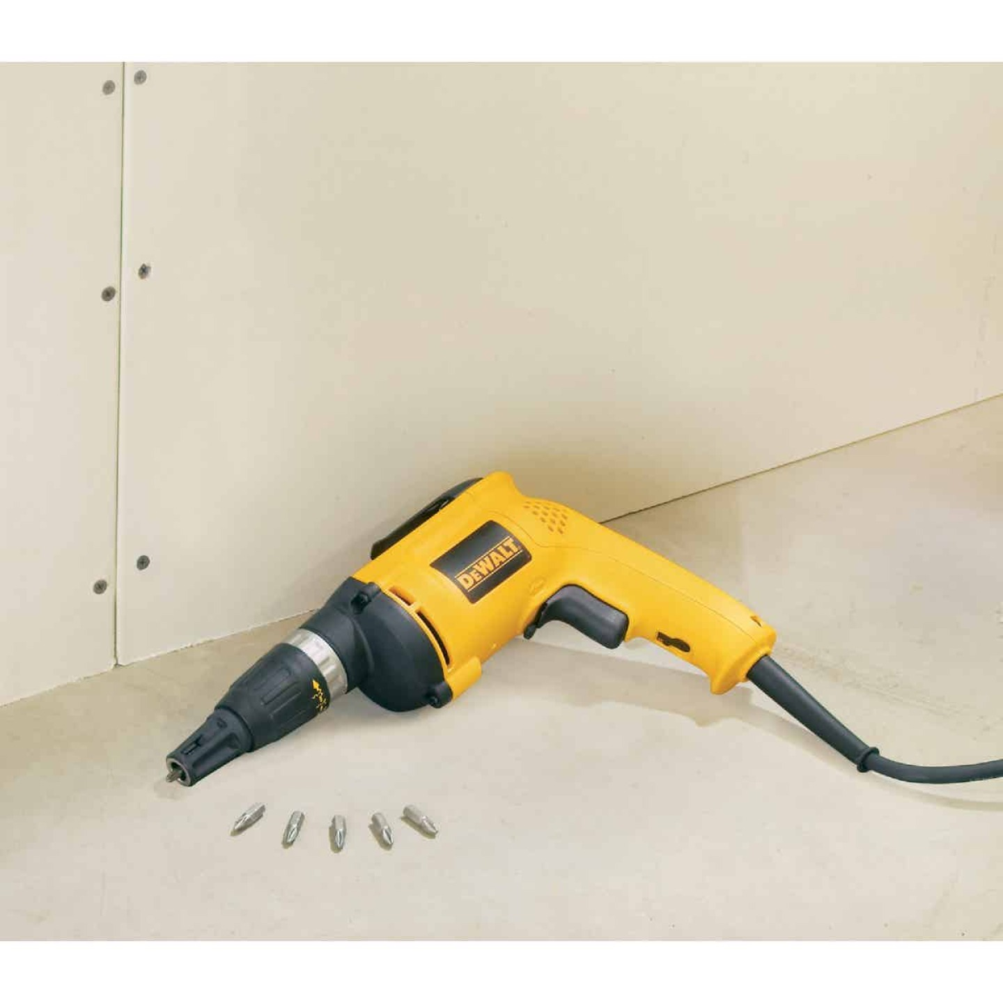 DeWalt 6A/5300 rpm 60 In./Lb. Torque Electric Screwgun Image 2